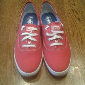 Woman's size 8 Keds sneakers NWOT $ 35.00 # 1188